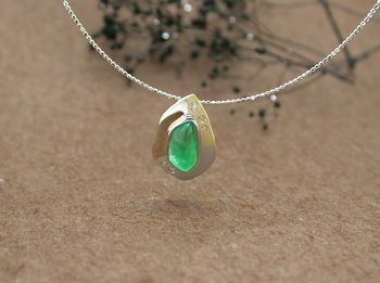"< img src=""emerald.jpg"" alt=""エメラルド"" />"