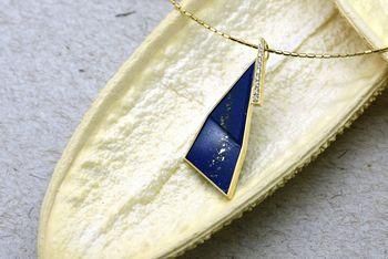 "< img src=""lapis lazulil.jpg"" alt=""サンゴペンダント"" />"