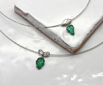 "< img src=""emerald.jpg"" alt=""エメラルドペンダント"" />"